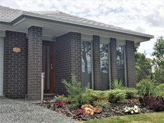 View profile: SPACIOUS NEAR-NEW DESIGNER HOME - 4 BED 2 BATH  2 LIVING AREAS