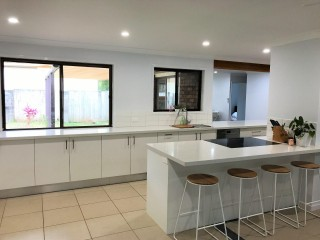 View profile: AIR-CONDITIONED HOME. BAY-SIDE LIFESTYLE - WALK TO WATER, PARKS & CAFES.