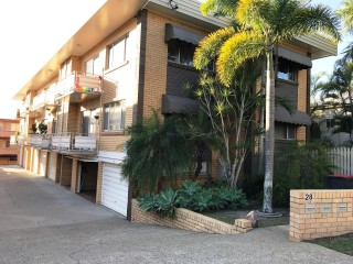 View profile: TOP FLOOR APARTMENT AS SPACIOUS AS A HOUSE + A GARAGE & AN EXCLUSIVE COURTYARD