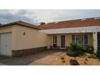 View profile: LOVELY AND BRIGHT 3-BEDROOM 2-BATH UNIT - CLOSE TO EVERYTHING!